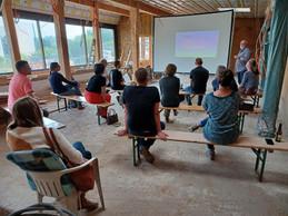 La particularité de ce chantier est de former tout au long du processus les participants. ((Photo: Äerdschëff))