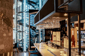 Bar à vins et sa Wine Tower (Auchan)