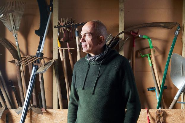 Luc Koedinger, maraîcher, arboriculteur et formateur à la Microferme Lumbrikina; cofondateur de Canopée, coopérative en agroforesterie. (Photo: Andrés Lejona/Maison Moderne)