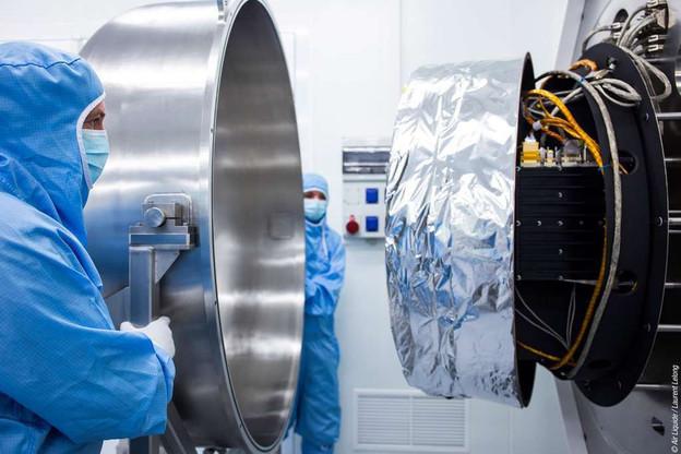 Le tube à gaz pulsé d'Air Liquide permet de garder à très basse température les instruments à infrarouge mis en orbite, notamment pour l'observation de la Terre. Un des exemples de l'activité du groupe dans le spatial. (Photo: Air Liquide)