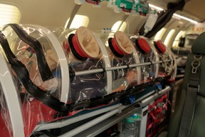 Pour ses avions, Luxembourg Air Rescue a opté pour un équipement plus souple, la chambre d'isolement portable. ((Photo: Matic Zorman / Maison Moderne))