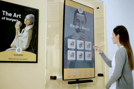 Inui Studio cherche à lever 4 millions d'euros pour développer ses kiosques sans contact, qui évitent la propagation du coronavirus. (Photo: Inui Studio)