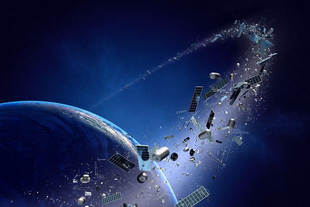 Le nettoyage des débris en orbite autour de la Terre est un enjeu majeur, puisque ces derniers peuvent entrer en collision avec les satellites. (Illustration: Johan Swanepoel)
