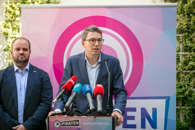 MarcGoergen et Sven Clement, députés du Piratepartei, ont présenté le bilan parlementaire de leur fraction ce mercredi 21 juillet à l'hôtel Le Place d'Armes. (Photo: Romain Gamba/Maison Moderne)