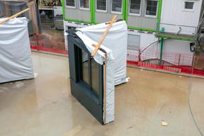 Un des modules attend au sol avant d'être assemblé. ((Photo: Romain Gamba/Maison Moderne))