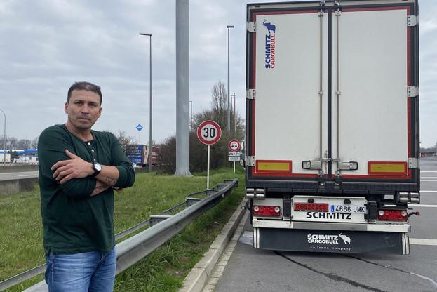 Alejandro, chauffeur routier, sur la route en cette période de quarantaine. (Photo: Paperjam)