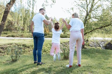 Selon certains, le débat autour des allocations met aussi en avant la question de la définition de la famille. (Photo: Shutterstock)