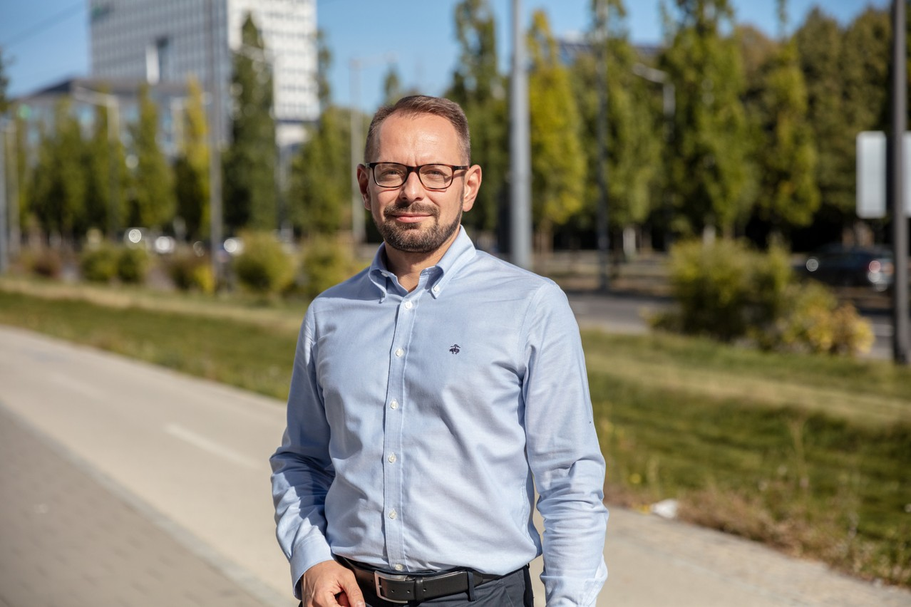 Jerzy Kasprzak, Q Securities board member, who is based in Warsaw, seen in Kirchberg, 23 September 2021. Photo: Romain Gamba / Maison Moderne