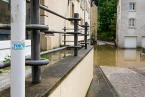 Jeudi, même si le niveau de l'eau a progressivement baissé, la vigilance est de mise. ((Photo: Matic Zorman / Maison Moderne))