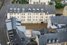 Certains bâtiments proches de l'Alzette sont les premiers concernés par la montée du cours d'eau. ((Photo: Matic Zorman / Maison Moderne))