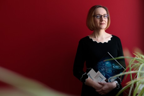Pour la présidente de la CNPD, Tine A. Larsen, la décision sur le cas «Amazon» permet de souffler face aux critiques internationales. Mais la protection de la donnée n'en est encore qu'à ses débuts. (Photo: Matic Zorman/Maison Moderne)