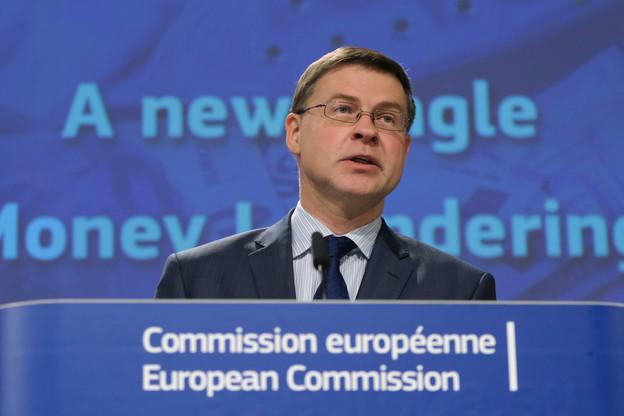 Pour Valdis Dombrovskis, vice-président exécutif pour une économie au service des personnes,«la fiscalité doit rester en phase avec l'évolution de nos économies et de nos priorités. Nos règles fiscales devraient favoriser une reprise inclusive, être transparentes et fermer la porte à l'évasion fiscale. Elles devraient aussi être efficaces pour les entreprises, qu'elles soient grandes ou petites. (Photo: Shutterstock)