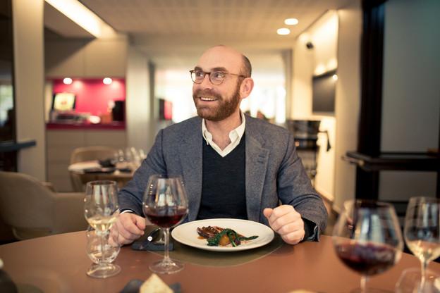 Pour Antoine Clasen, le bon vin est important certes, mais pas sur n'importe quelle table! (Photo: Maison Moderne Publishing SA)