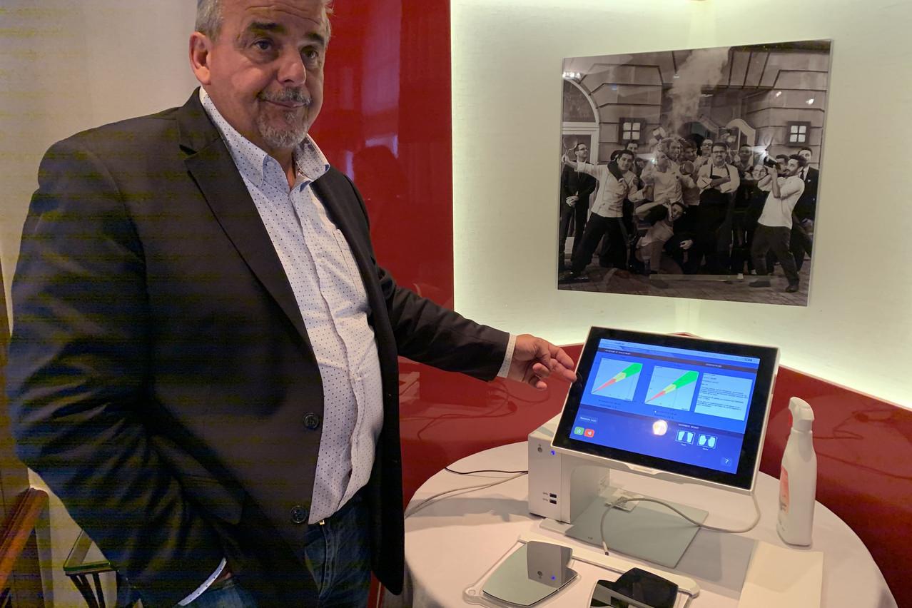 Éric Vançon espère que 20% des pharmacies luxembourgeoises seront bientôt équipées de cette technologie. (Photo: Paperjam)