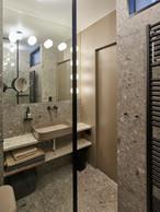 La salle de douche est équipée avec des matériaux de qualité. ((Photo: Eric Chenal))