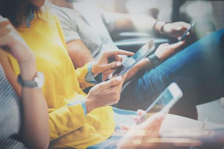 Les consommateurs paieront ainsi au maximum 19 centimes (+ TVA) par minute pour un appel vers un autre pays de l'Union européenne, et 6 centimes (+ TVA) par SMS. (Photo: Shutterstock)