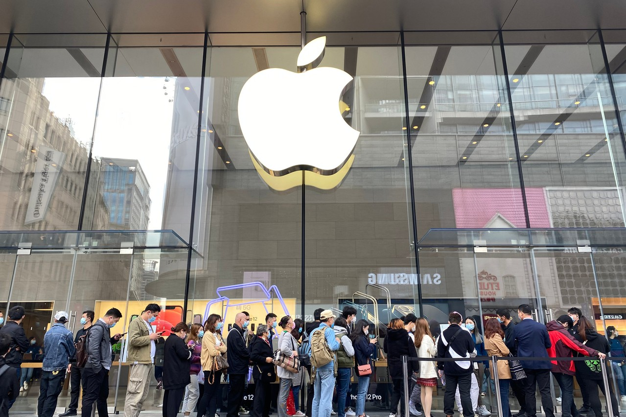 Les consommateurs chinois se sont rués sur le nouvel iPhone 12 à l'automne. (Photo: Shutterstock)