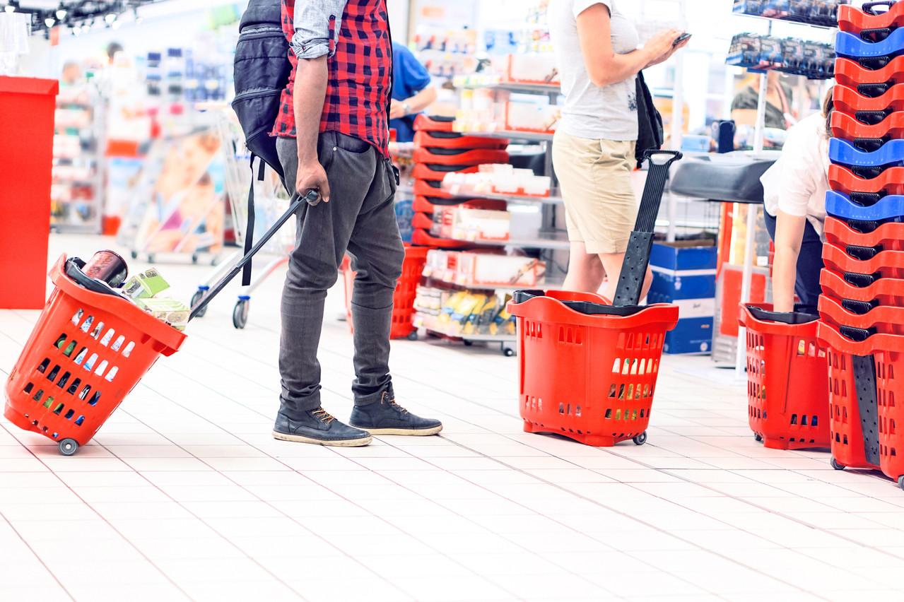 Pour lutter contre la propagation du Covid-19, les grandes surfaces limitent le nombre d'entrées en magasin. Smart Phil permet de faire la queue virtuellement. (Photo: Shutterstock)