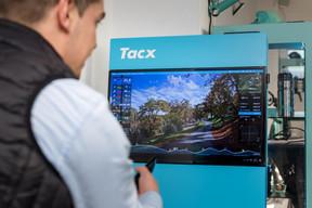 L'entraînement se prolonge aussi en intérieur avec un système baptisé Tacx. ((Photo: Nader Ghavami))