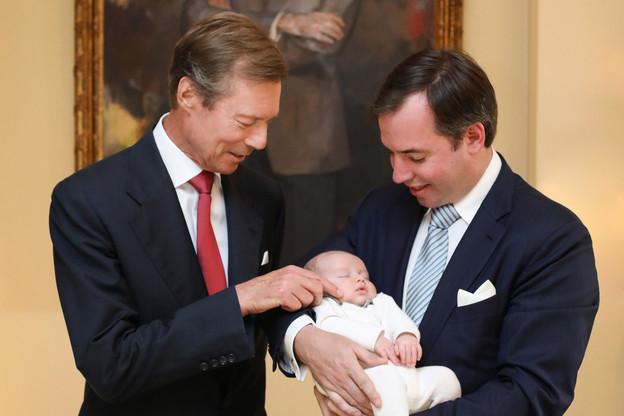 Les communications récentes de la Cour se concentrent sur S.A.R. le Grand-Duc Henri, sans son épouse, comme lors de la présentation de son petit-fils, le Prince Charles, premier enfant de S.A.R. le Grand-Duc héritier Guillaume. (Photo: Cour grand-ducale/Sophie Margue)