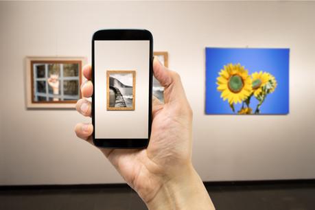 Faute de pouvoir se rendre dans des galeries d'art, les galeries d'art pourraient se digitaliser dans un mode qui respecte l'agencement même de l'exposition. (Photo: Shutterstock)