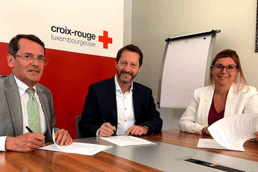 Michel Simonis (directeur général de la Croix-Rouge), Gerry Wagner (directeur général d'Arval Luxembourg) et Catherine Gapenne (directrice du service Aides et soins de la Croix-Rouge). (Photo: Arval)