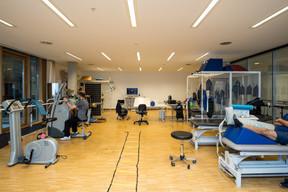La salle de réhabilitation pour les patients Covid mêle à la fois kinésithérapie et ergothérapie. ((Photo: Nader Ghavami/Maison Moderne))