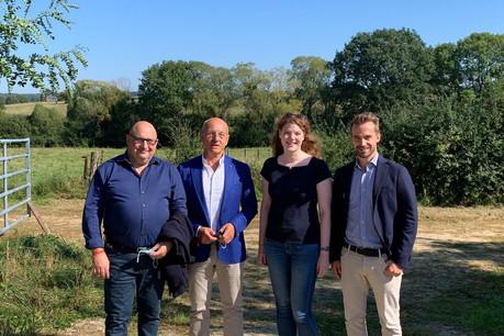 RenéGrosbusch, Anne-SophieSteichen et Goy Grosbusch collaborent avec Auchan Luxembourg, représenté ici par MarcGueuzurian (à gauche). (Photo: Paperjam)