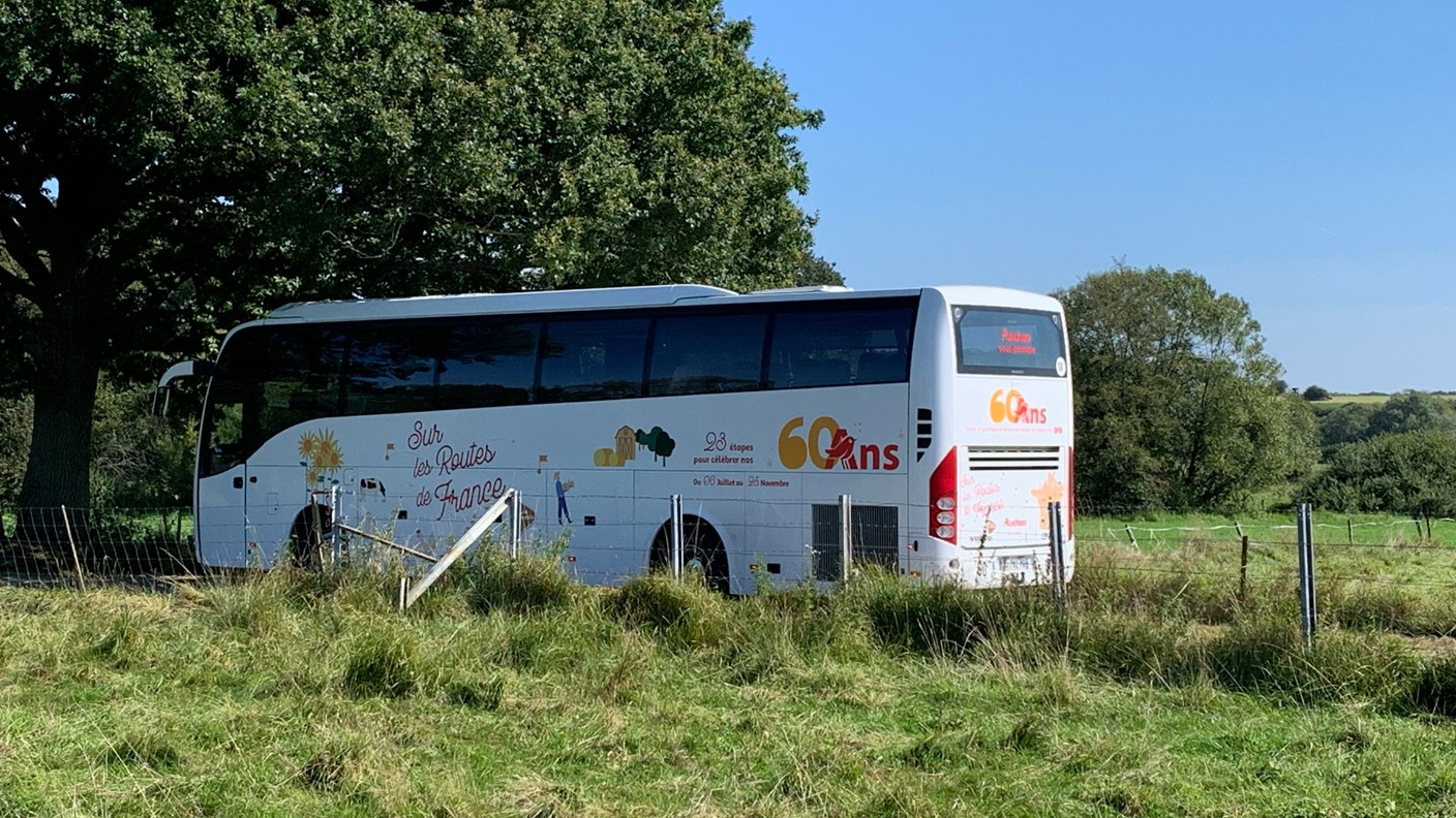 For the 8th of the 23 local stages of this Auchan Tour, the company's bus exceptionally left France to make a stop in the grand duchy. (Photo: Paperjam)