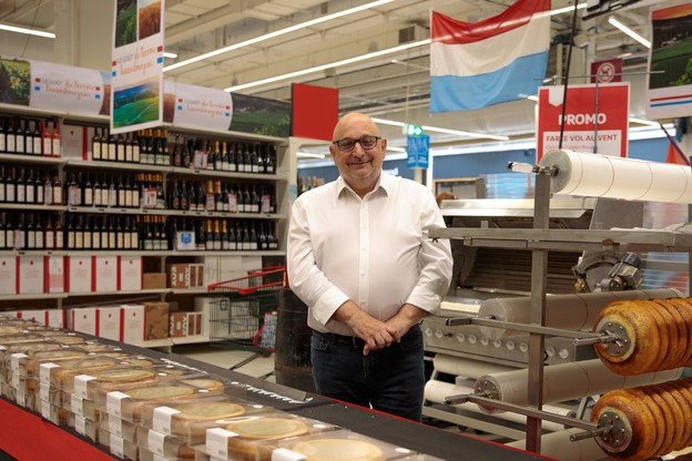 MarcGueuzurian pilote l'hypermarché Auchan Kirchberg depuis 2012. Il s'agit du premier point de vente ouvert par l'enseigne à l'oiseau rouge au Luxembourg, voici 25ans. (Photo: Matic Zorman/Maison Moderne)
