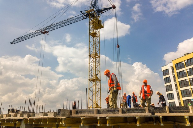 Dans le secteur de la construction, aucun des 79 travailleurs testés au sein d'un deuxième échantillon n'a été détecté positif au Covid-19. (Photo: Shutterstock)