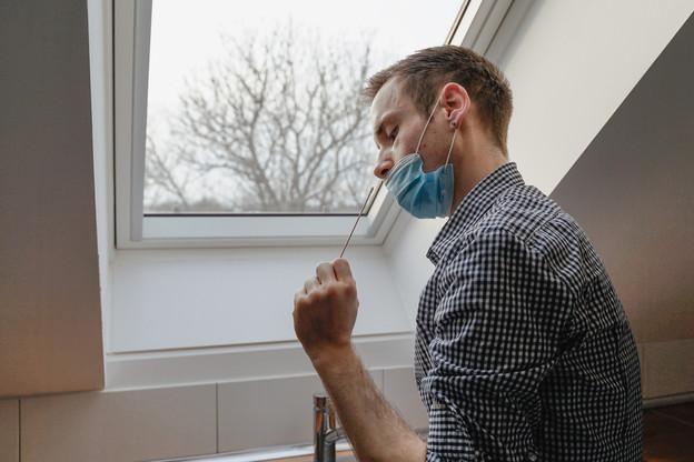 Les premiers autotests Covid arrivent progressivement dans les entreprises luxembourgeoises. (Photo: Shutterstock)