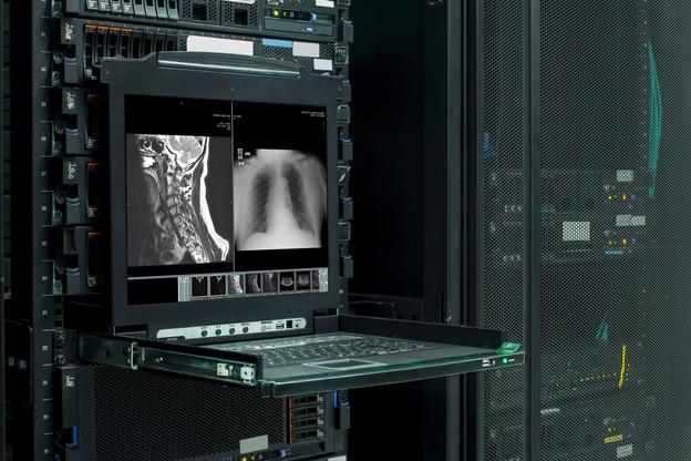 Mi-septembre, une cyberattaque a bloqué le système informatique d'un hôpital de Düsseldorf. Devant l'impossibilité d'accéder aux dossiers médicaux, les soignants ont dû transférer une partie des personnes à risque. Une dame est décédée. (Photo: Shutterstock)
