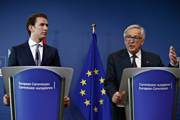 Le chancelier autrichien Sebastian Kurz, ici aux côtés de Jean-Claude Juncker en 2018, a annoncé la réouverture des magasins de moins de 400m2 dès la mi-avril. Mais se dit prêt à revenir en arrière si les consignes sanitaires ne sont pas suivies. (Photo: Shutterstock)
