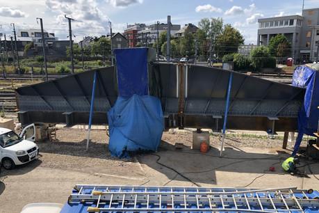 Les éléments métalliques de grandes dimensions qui serviront à la nouvelle structure du pont ont été livrés. (Photo: Schroeder & Associés)