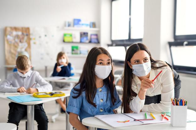 Dans l'ensemble, le dispositif sanitaire mis en place lors de l'année scolaire précédente – mesures graduelles en fonction de scénarios préétablis – «a bien fonctionné», juge-t-on au ministère. Il devrait donc être «reconduit, mais adapté» pour certains aspects encore à définir. (Photo: Shutterstock)