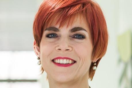 Vinciane Istace: «J'encourage à parler en termes de verbes qui expriment l'action, à ne pas se retenir de dire 'je' au lieu de 'on', et à promouvoir un lien direct entre l'interlocuteur et le message.» (Photo: PwC Luxembourg)