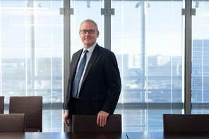 BrunoHoudmont a débuté commestagiaire universitaire en 1985 à la Banque Bruxelles Lambert en Belgique, avec un salaire de départ de 50.000 francs belges. (Photo: Matic Zorman / Archives Maison Moderne)
