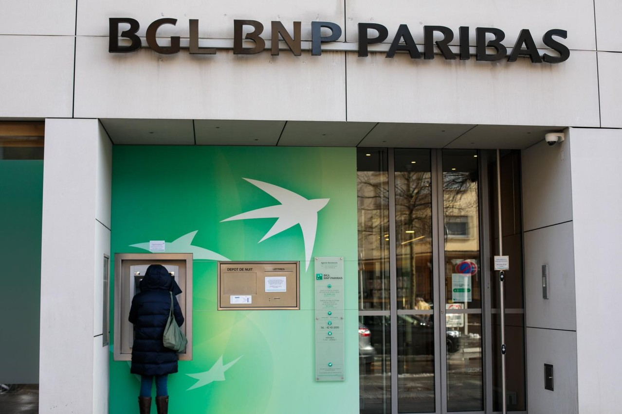 BGL BNP Paribas said its employee volunteering scheme, Help2Help, has been running for 12 years in Luxembourg. Library picture: A banking customer withdraws cash from a BGL BNP Paribas branch in Luxembourg City, 28 February 2020. Photo credit: Matic Zorman