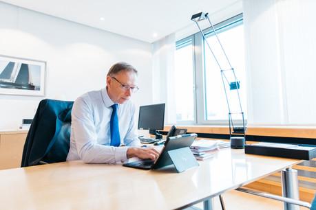 Geoffroy Bazin,président du comité exécutif de BGL BNP Paribas, travaille pour partie dans son bureau au siège de la banque, situé au Kirchberg. (Photo: Edouard Olszewski/archives)