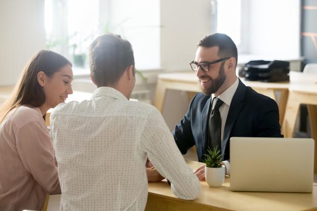 Les clients souhaitent que leur banque puisse leur apporter du conseil en matière fiscale ou pour leurs investissements personnels. (Photo: Shutterstock)