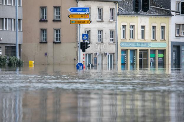 Les inondations ont frappé durement le pays, mais n'ont heureusement pas fait de morts. Pour autant, la population tente toujours de comprendre cette hausse soudaine des eaux. (Photo: Matic Zorman/Maison Moderne)