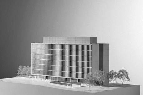 La maquette du projet dévoile bien le principe des trois lames verticales qui composent le bâtiment. (Photo: Christof Weber)