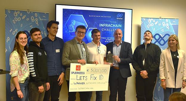 Après 48 heures de réflexion, de travail et de mentoring, les étudiants des universités de Bayreuth et du Luxembourg ont remporté la deuxième édition du concours d'Infrachain. (Photo: Infrachain)