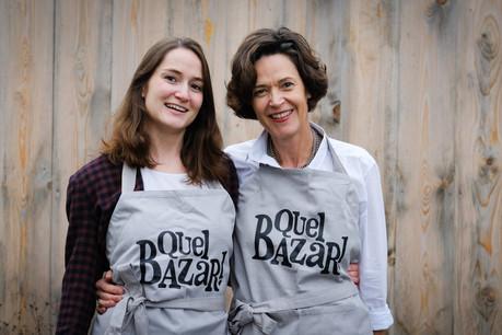 CarlottaHoss et JudithReicherzer, deux bénévoles engagées dans l'aventure du «Bazar». (Photo: Séverine Bauer)