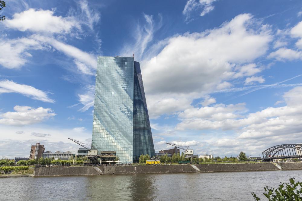 La BCE maintient provisoirement ses taux directeurs, mais s'ils devaient bouger, ce serait à la baisse. (Photo: Shutterstock)