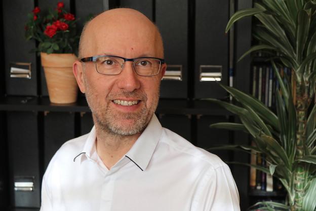 Confronté à la même problématique que des dizaines de milliers de commerciaux, qui prennent 50cartes de visite par salon, Bogdan Popescu est devenu entrepreneur pour proposer une solution digitale et verte. C'est sa différence. (Photo: BeCard)