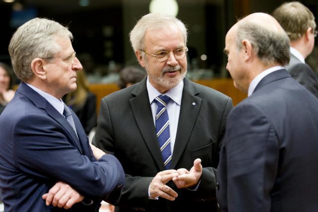 Le président de la BEI, Werner Hoyer (au centre), annonce des objectifs extrêmement ambitieux en matière d'investissements durables et de lutte contre le changement climatique. (Photo: BEI)