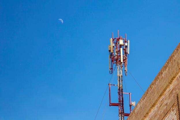Au-delà de la dimension purement technique du déploiement de la 5G, le Premier ministre XavierBettel a beaucoup insisté sur l'attention portée à la protection de la santé. (Photo: Shutterstock)