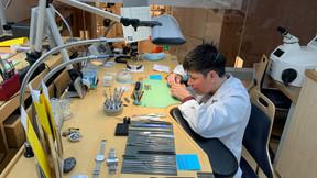 Deux ateliers, l'un dédié à la joaillerie et l'autre à l'horlogerie (en photo), sont installés au-dessus de la boutique de l'avenue de la Liberté. ((Photo: Paperjam))